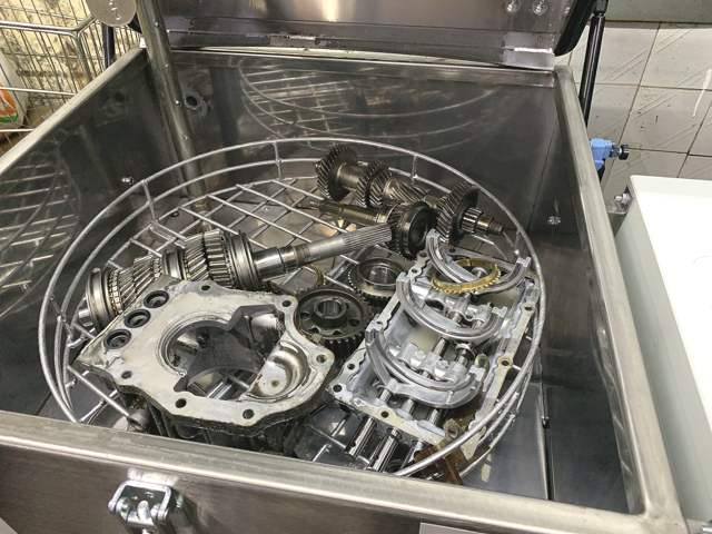 Автоматезированнная мойка запчастей механических коробок передач